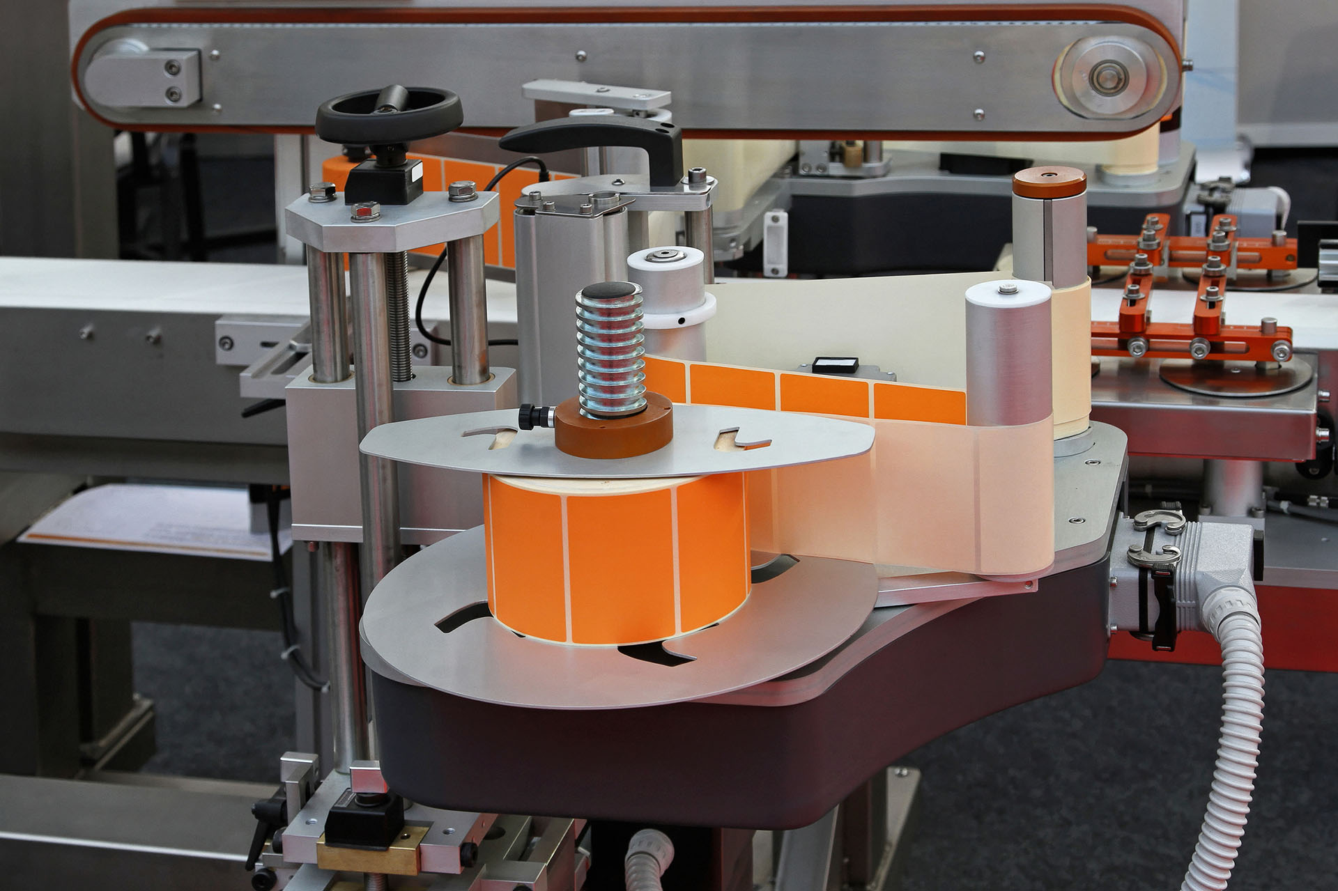 Industrial machinery packaging labelling mechinno